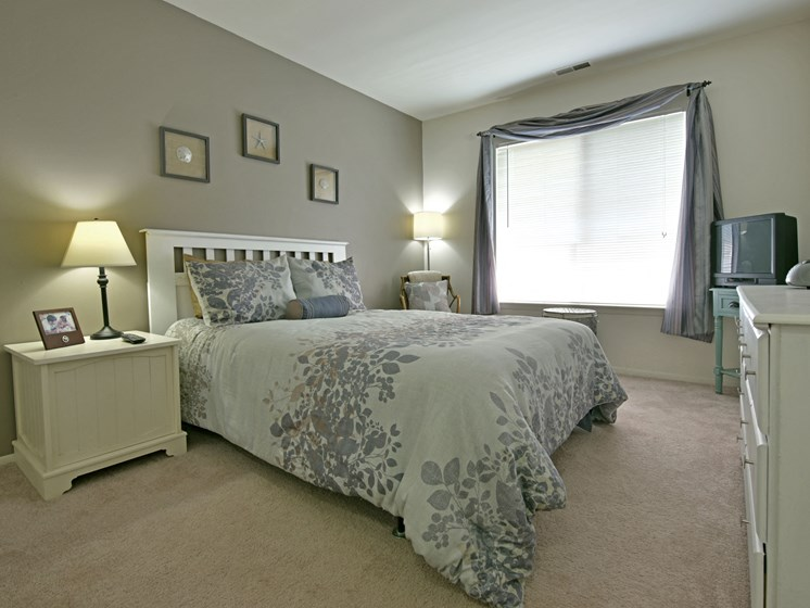 Large Bedroom at Sycamore Creek Apartments, Orion