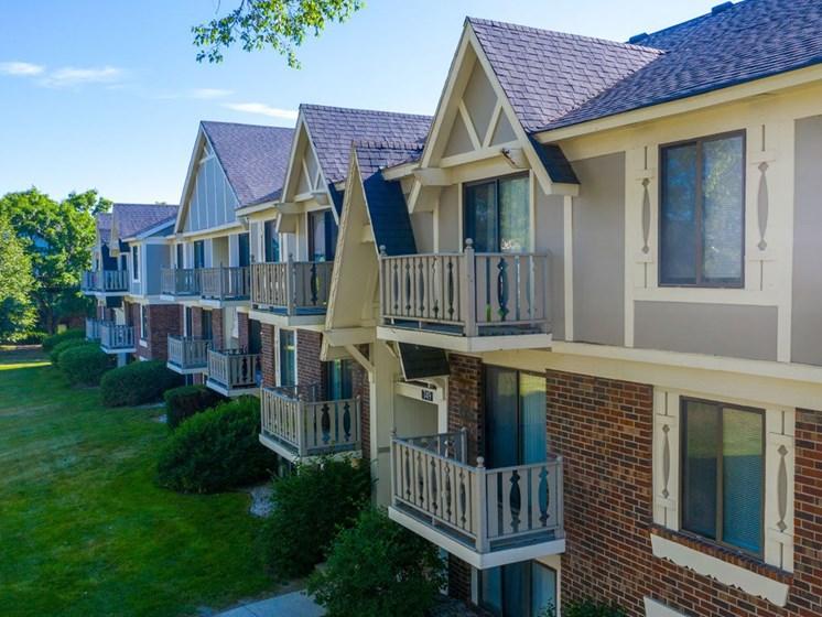 Elegant Exterior View at Fairlane Apartments, Springfield