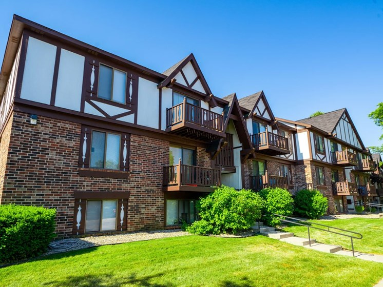 Courtyard With Green Space at Fairlane Apartments, Michigan, 49037