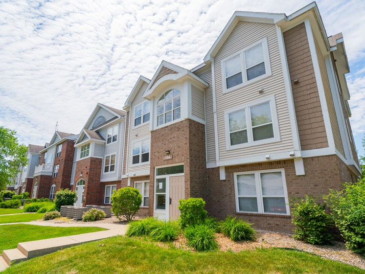 Defined Walking Paths at Canal 2 Apartments, Lansing, MI, 48917