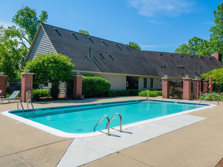 Swimming Pool with Wi-Fi at Glenn Valley Apartments, Battle Creek, 49015