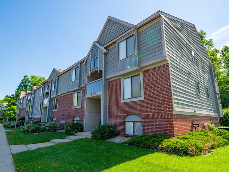Well-maintained Buildings at Glenn Valley Apartments, Battle Creek, 49015