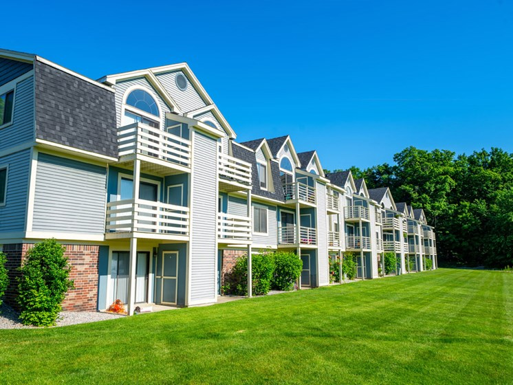 Park-like Grounds at Canal Club Apartments in Lansing, Michigan