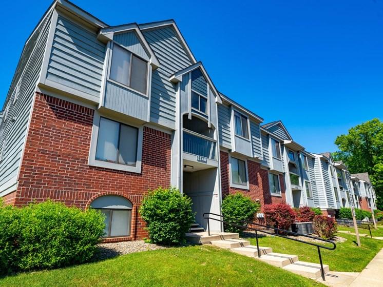 Exterior View of Property at Glenn Valley Apartments, Battle Creek, MI