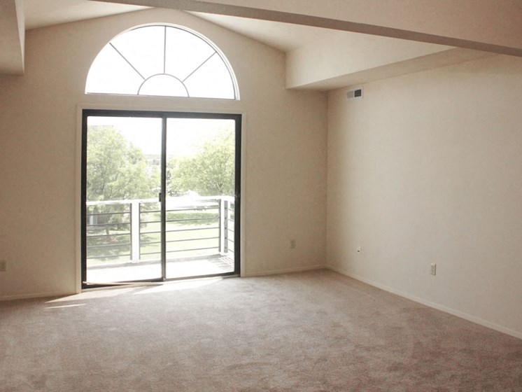 Third-Floor Cathedral Ceiling with Half-Round Window at Hurwich Farms Apartments, South Bend