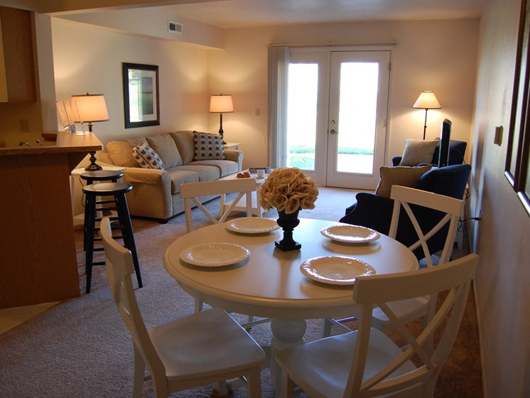 Dining Area at Hurwich Farms Apartments, Indiana