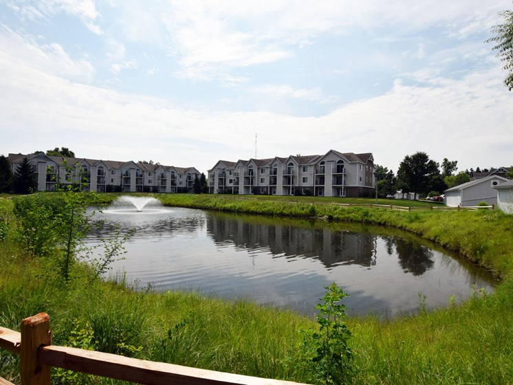 Gorgeous Pond Views at Canal 2 Apartments in Lansing, MI