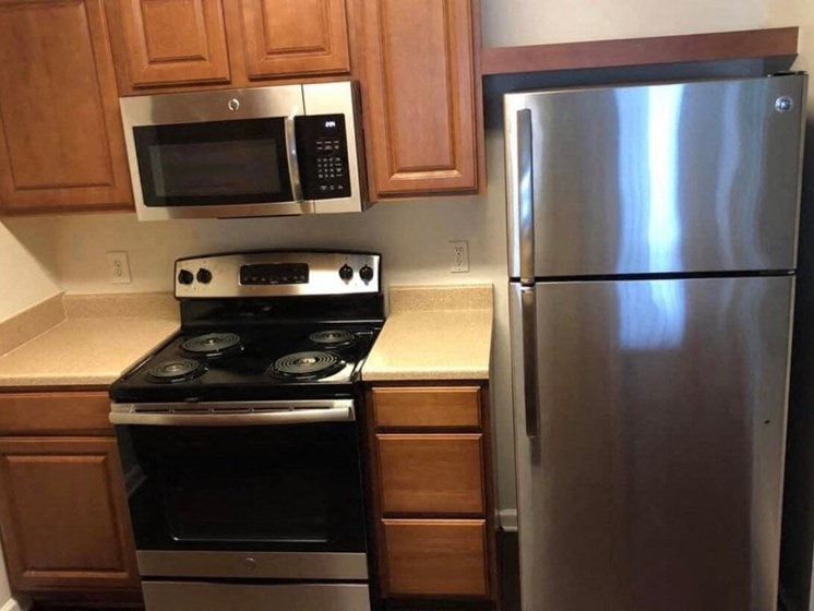 Kitchen With New Appliances at Enclave Apartments, Virginia