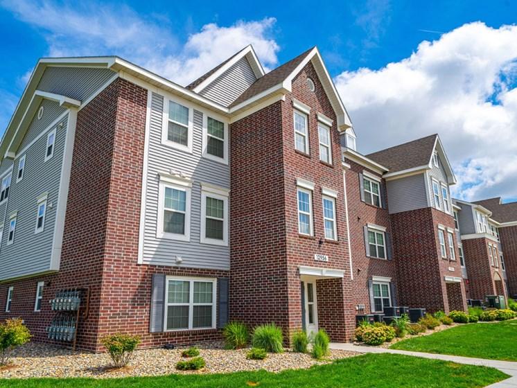 Elegant Exterior View Of Property at Andover Pointe Apartment Homes, La Vista, NE, 68138
