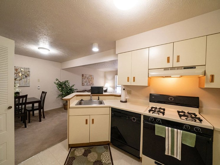Fully Equipped Kitchen at Arbor Lakes Apartments, Elkhart, IN, 46516
