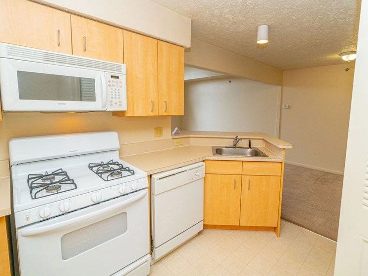 White Appliances In Kitchen at Colonial Pointe at Fairview Apartments, Nebraska