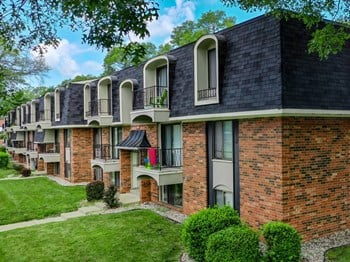 410 Glen Oaks Drive 1-2 Beds Apartment for Rent Photo Gallery 1