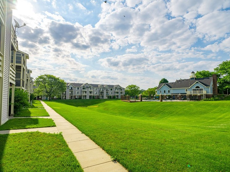 Lush Green Courtyard Wit Walking Paths at Hurwich Farms Apartments, Indiana