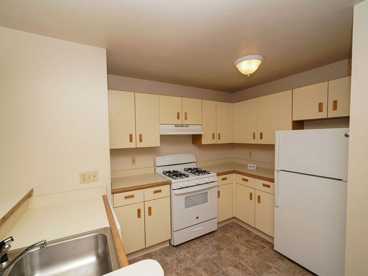 Fully Equipped Kitchen at Hurwich Farms Apartments, South Bend, 46628