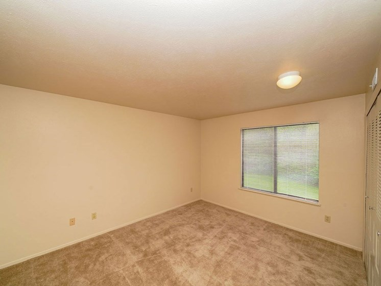 Window Coverings at Hurwich Farms Apartments, Indiana, 46628