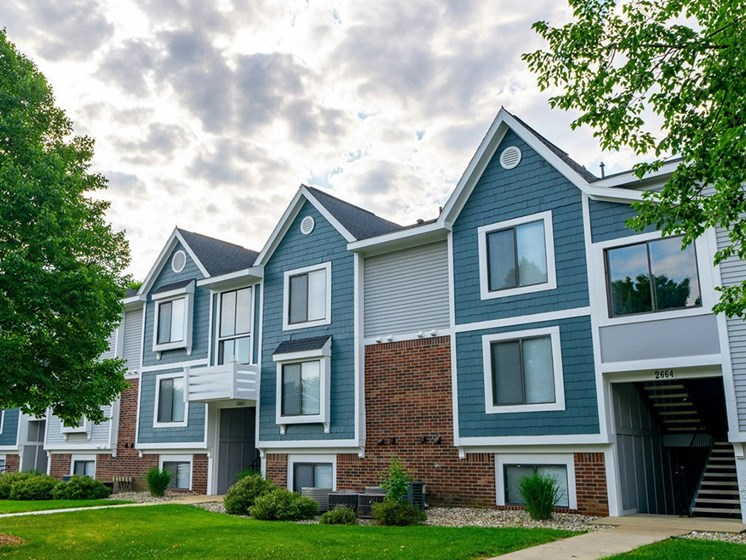 Exterior View at Hurwich Farms Apartments, South Bend, IN