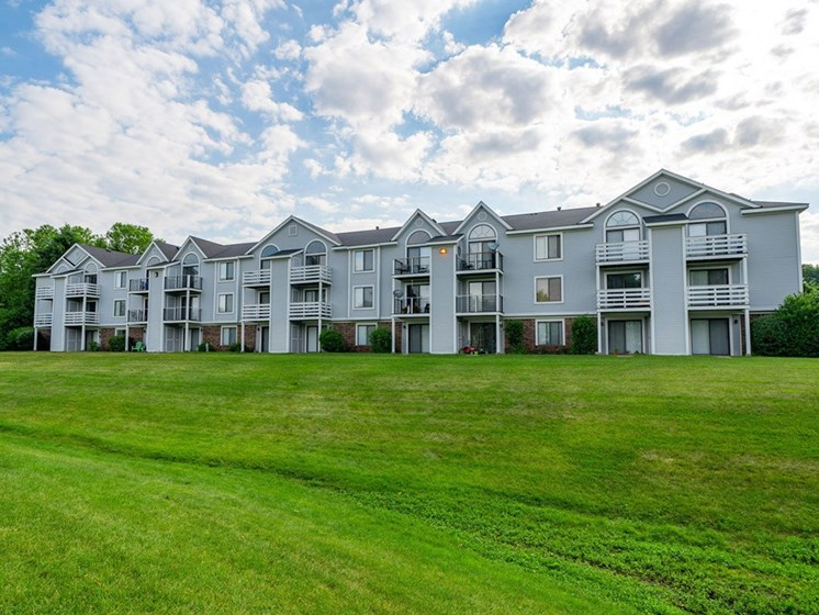 Lush Landscaping at Hurwich Farms Apartments, South Bend, 46628
