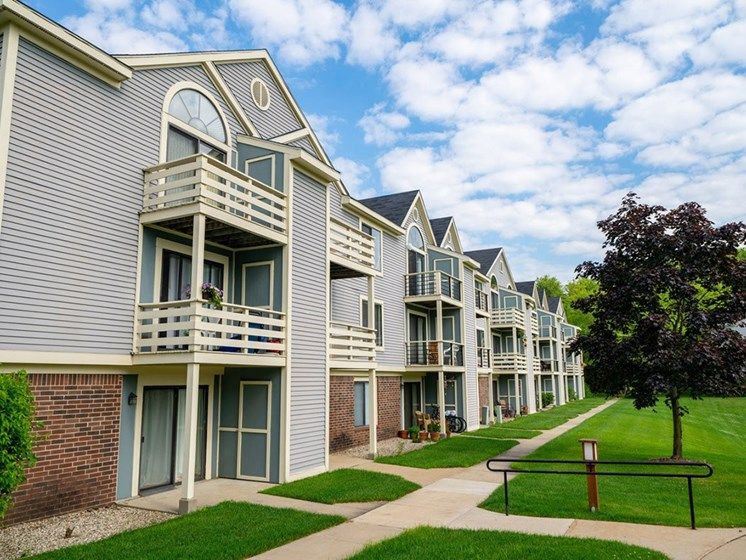 Property Exterior at Hurwich Farms Apartments, South Bend, IN, 46628