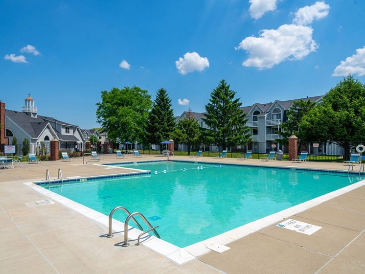 Image Of Swimming Pool and Community View at Indian Lakes Apartments, Indiana