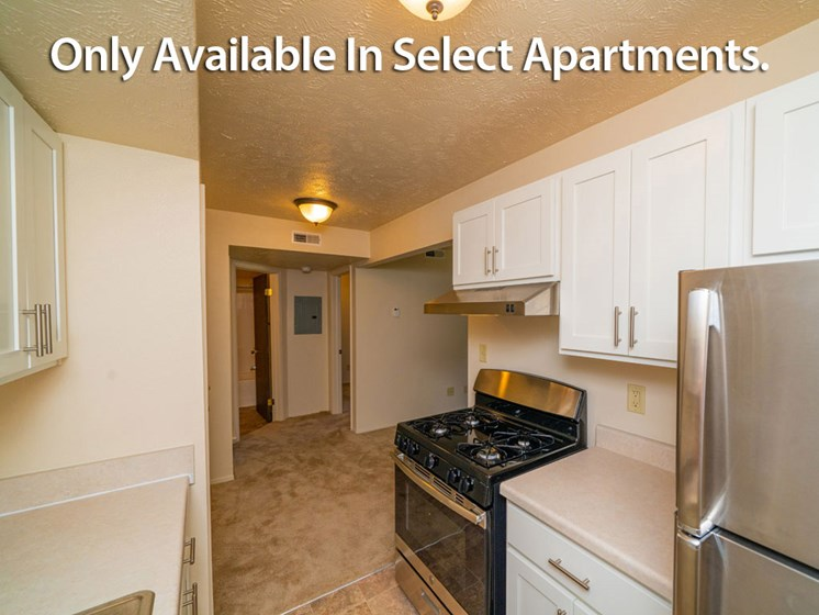 Fully Equipped Kitchen With Modern Appliances at Old Farm Apartments, Elkhart, IN