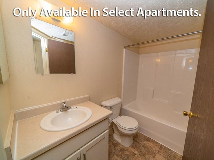 Bathroom With Bathtub at Old Farm Apartments, Elkhart, IN, 46517