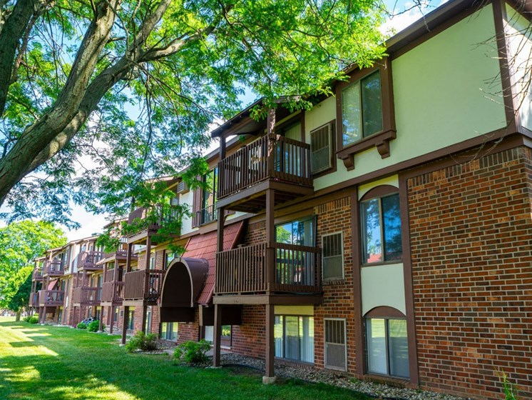 Exquisite Exterior at Old Farm Apartments, Elkhart, IN, 46517