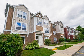 2161 Orchard Lakes Place East 1-2 Beds Apartment for Rent Photo Gallery 1