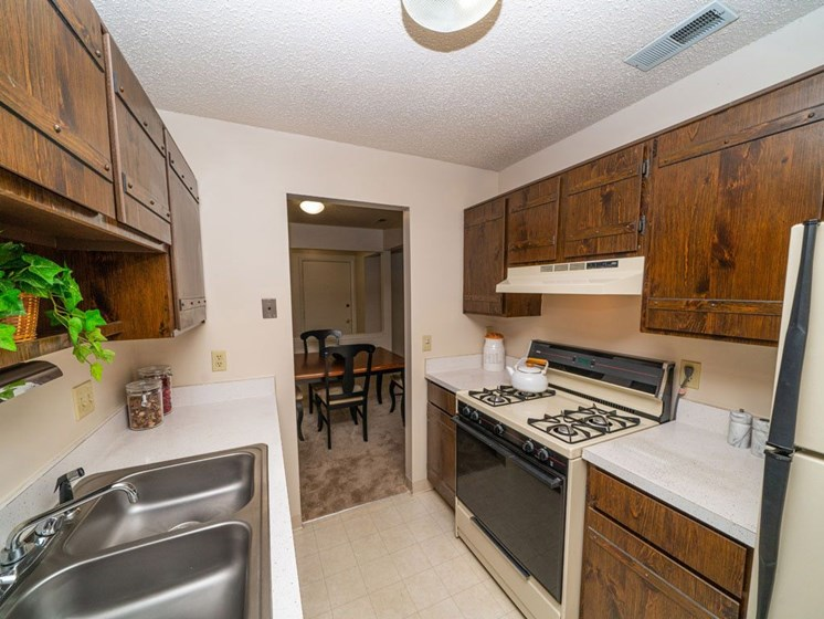 Fully Furnished Kitchen With Stainless Steel Appliances at Seville Apartments, Kalamazoo, 49009