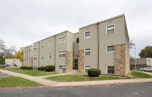 Exterior of Olde Towne apartments