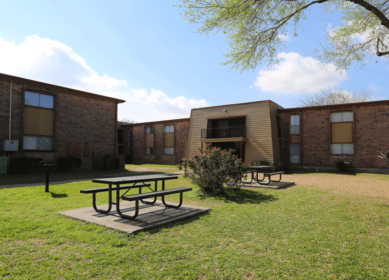 Courtyard area with picnic tables