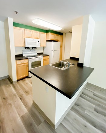 33 Sylvan Avenue 1-2 Beds Apartment for Rent Photo Gallery 1