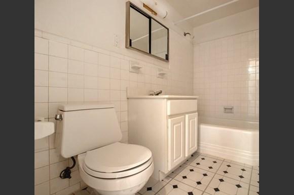 Rittenhouse Apartmetns bathroom