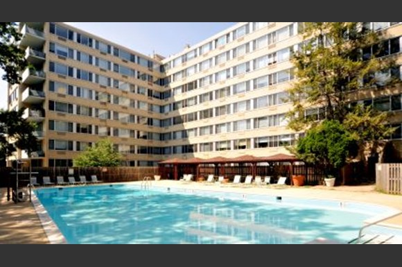 Rittenhouse Apartments large outdoor pool and deck