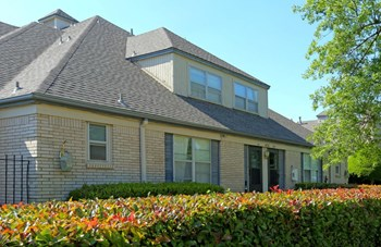4752 S. Harvard Avenue 1-3 Beds Apartment for Rent Photo Gallery 1