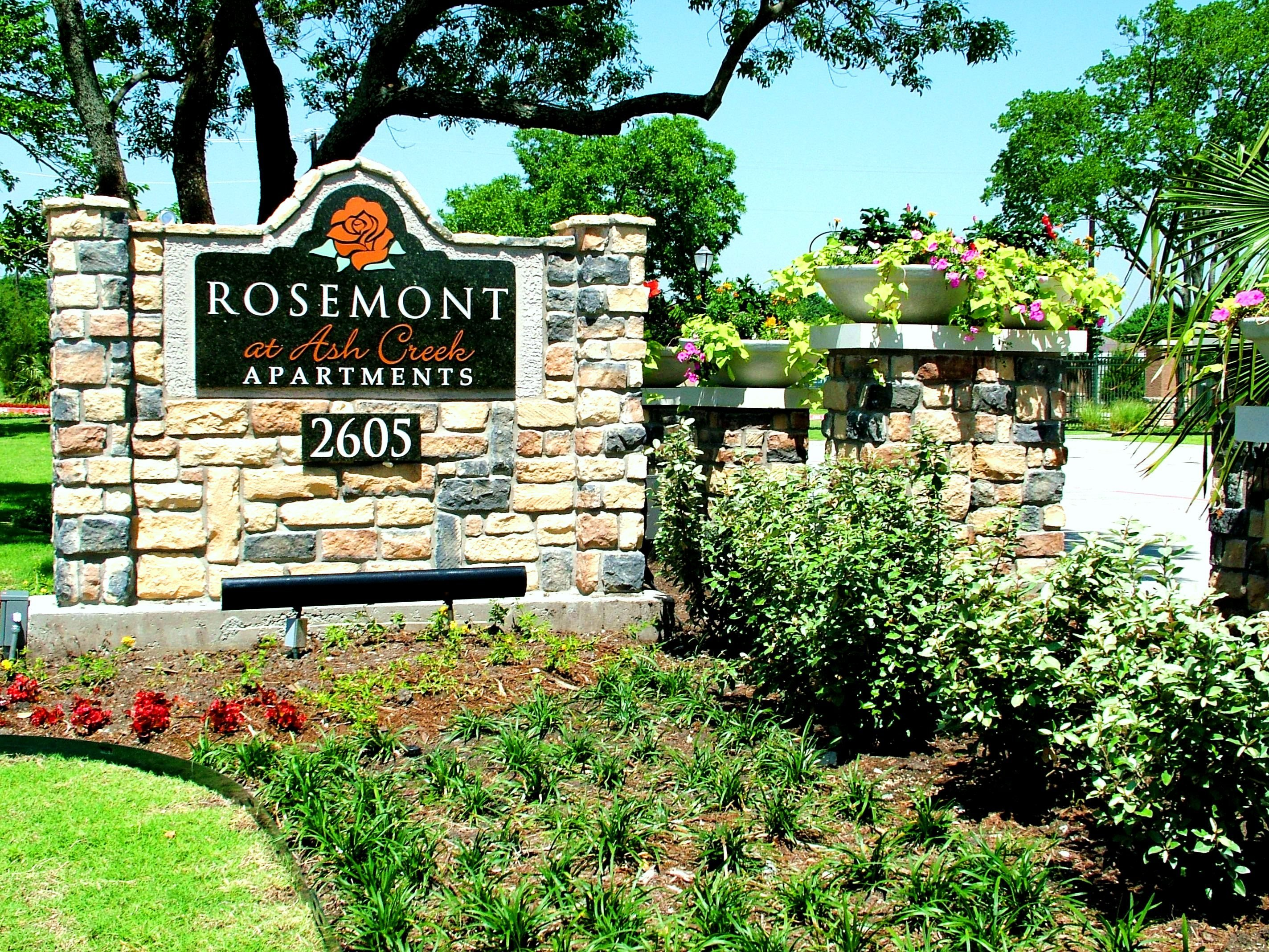 Rosemont at Ash Creek Apartments Exterior Monument Sign