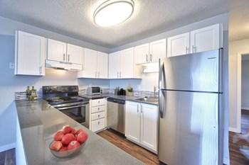 900 NE Minnehaha Street 1-2 Beds Apartment for Rent Photo Gallery 1