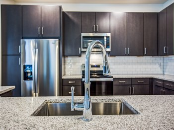 301 Mercedes Street 3 Beds Apartment for Rent Photo Gallery 1