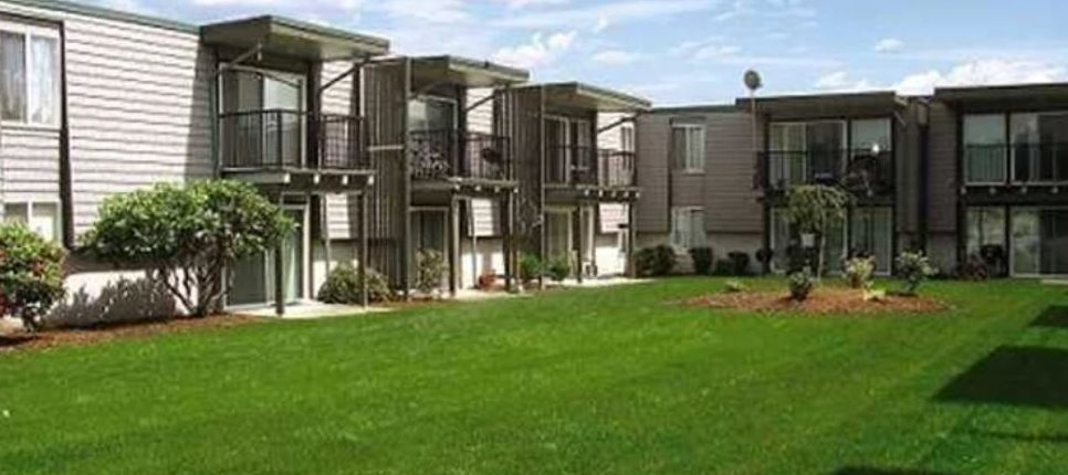 Ventana Apartments and Townhomes Exterior Lawn