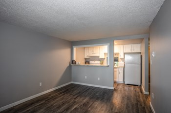 2136 W Riverside Avenue 2 Beds Apartment for Rent Photo Gallery 1