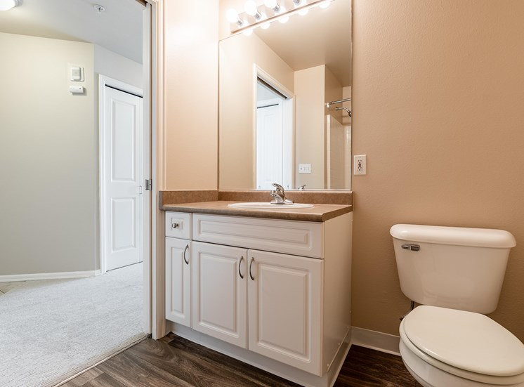 WA_Seattle_UptownQueenAnne_Bathroom