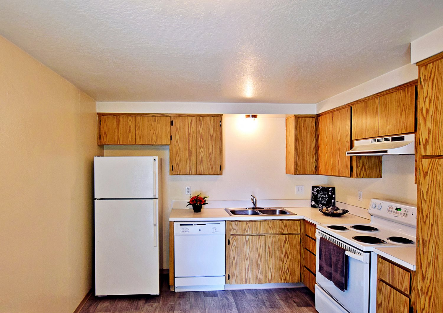 Sequoia Apartments Kitchen Wood Cabinets