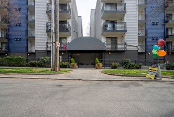 500 13Th Ave E Studio Apartment for Rent Photo Gallery 1