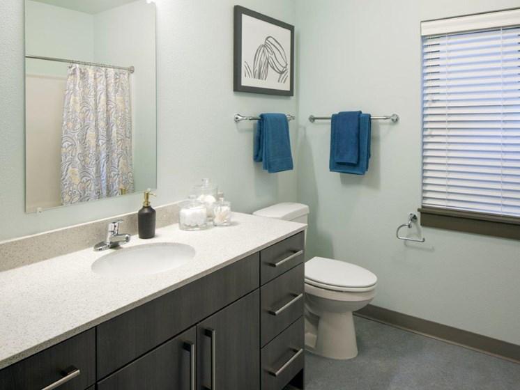 Boathouse Apartments Bathroom