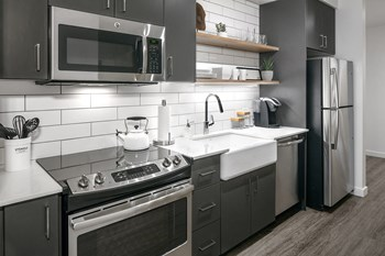 135 NW 9Th Avenue Studio Apartment for Rent Photo Gallery 1