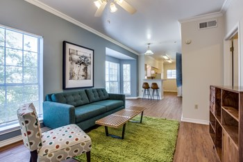 2901 Swisher Street 2-5 Beds Apartment for Rent Photo Gallery 1