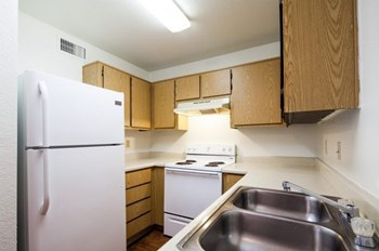 3985 N. Stone Ave 1 Bed Apartment for Rent Photo Gallery 1