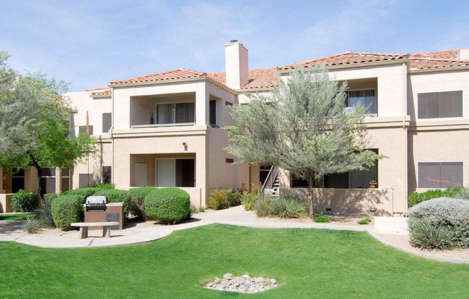 Frank's On Shea   Apartments in Scottsdale, AZ