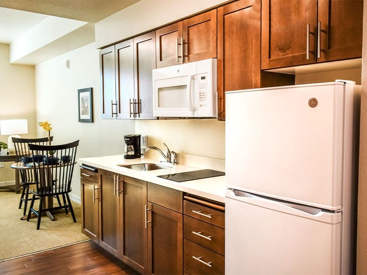 Fully Equipped Eat-In Kitchen at Westmont of Milpitas, Milpitas, CA