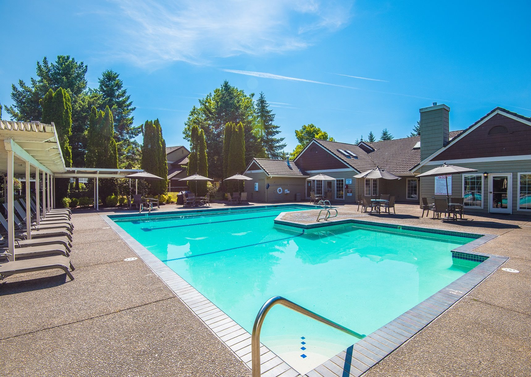 Creekside Village Seasonal Swimming Pool