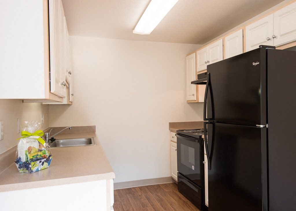Hathaway Court Vacant Townhome Upgraded Kitchen